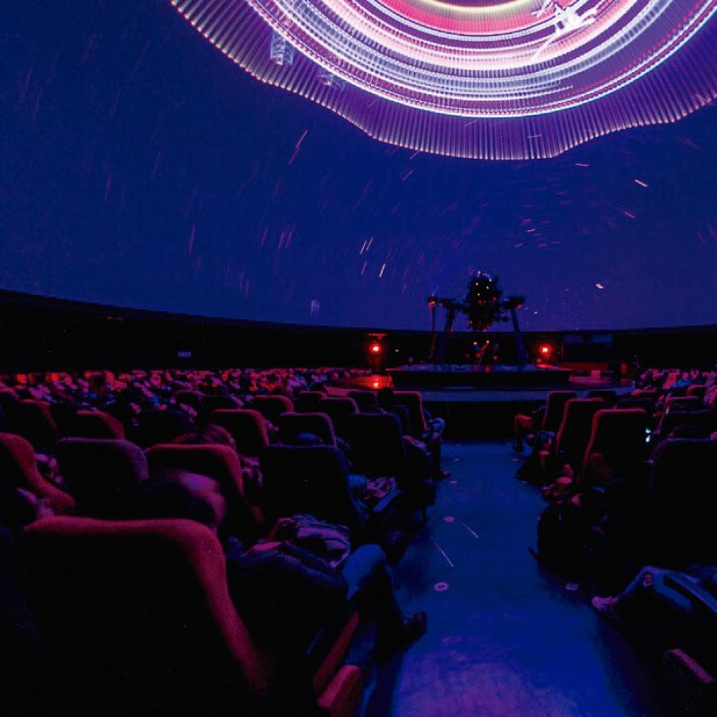 Coldplay cierra las proyecciones láser en el Planetario de Bogotá